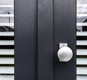 kunststof deur met deurknop