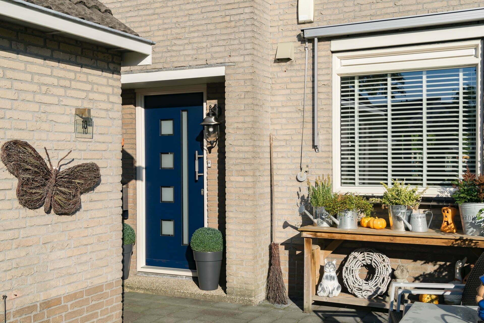 blauwe kunststof voordeur Aanblik bv